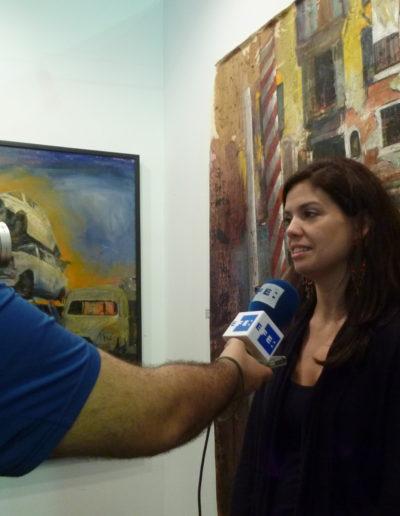 Bárbara-Perez-comentando-la-obra-de-josé-Ángel-a-la-Agencia-EFE