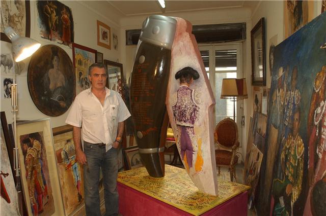 José-Ángel-y-escultura-de-la-navaja