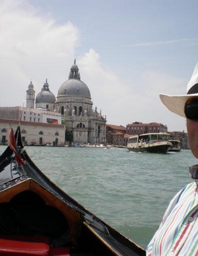 José-ängel-en-góndola-por-Venezia