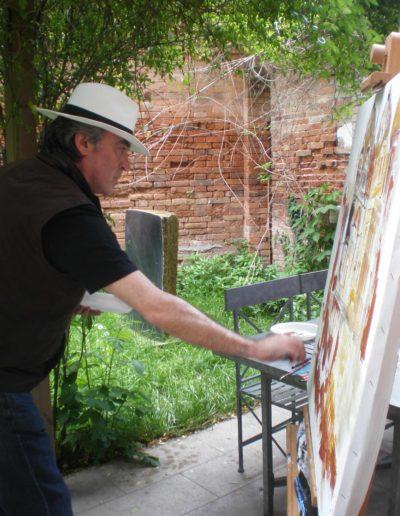 José-Angel-en-el-jardín-de-la-casa-en-Venezia